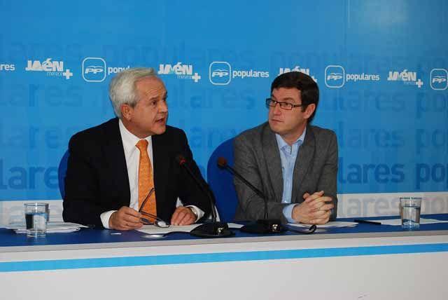 El PP de Jaén critica el recorte en políticas sociales y políticas activas de empleo de los PJA mientras aumentan las partidas para la alta dirección y la deuda pública