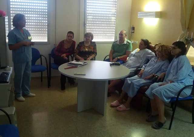 Más de 360 usuarios han participado en la nueva aula de educación maternal y lactancia del Hospital San Agustín de Linares