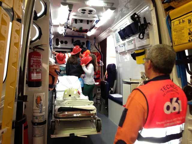 Profesionales del 061 muestra el funcionamiento del servicio de emergencias a 800 niños linarenses