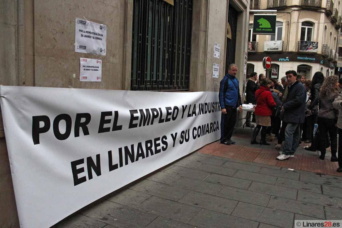 """Solicitan firmas en la calle en apoyo al """"Plan Linares Futuro"""""""
