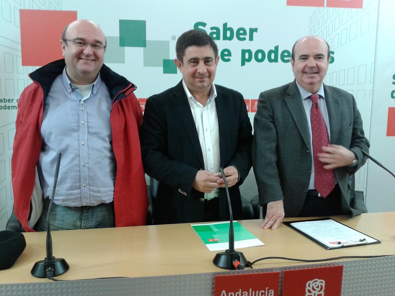 """El PSOE denuncia que la reforma local del PP supone la """"voladura controlada"""" de los ayuntamientos y advierte que no va a ser cómplice de su desmantelamiento"""