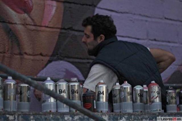 Belin pintando un muro en Linares