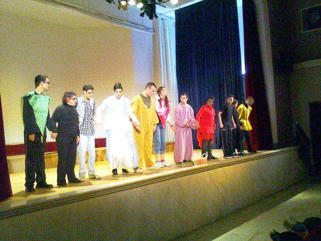 """Los/as alumnos/as del CDPEE """"Virgen de Linarejos"""" representan """"El Libro de los Cuentos"""" en el Teatro de Villanueva de la Reina para celebrar el Día de la Paz"""