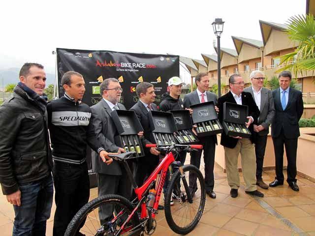 Reyes destaca la riqueza y las pernoctaciones que generará la Andalucía Bike Race, que celebrará tres de sus etapas en Jaén