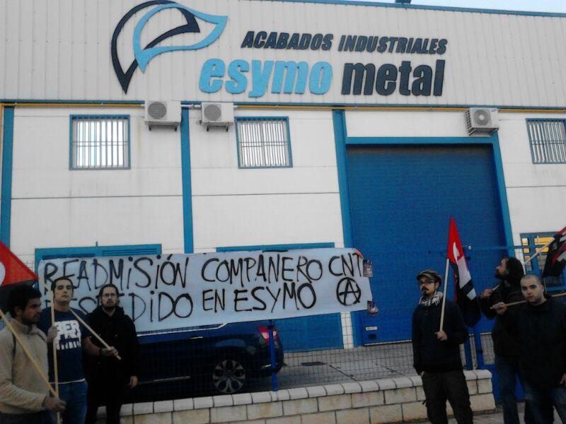 CNT se concentra a las puertas de Esymo Metal en Linares