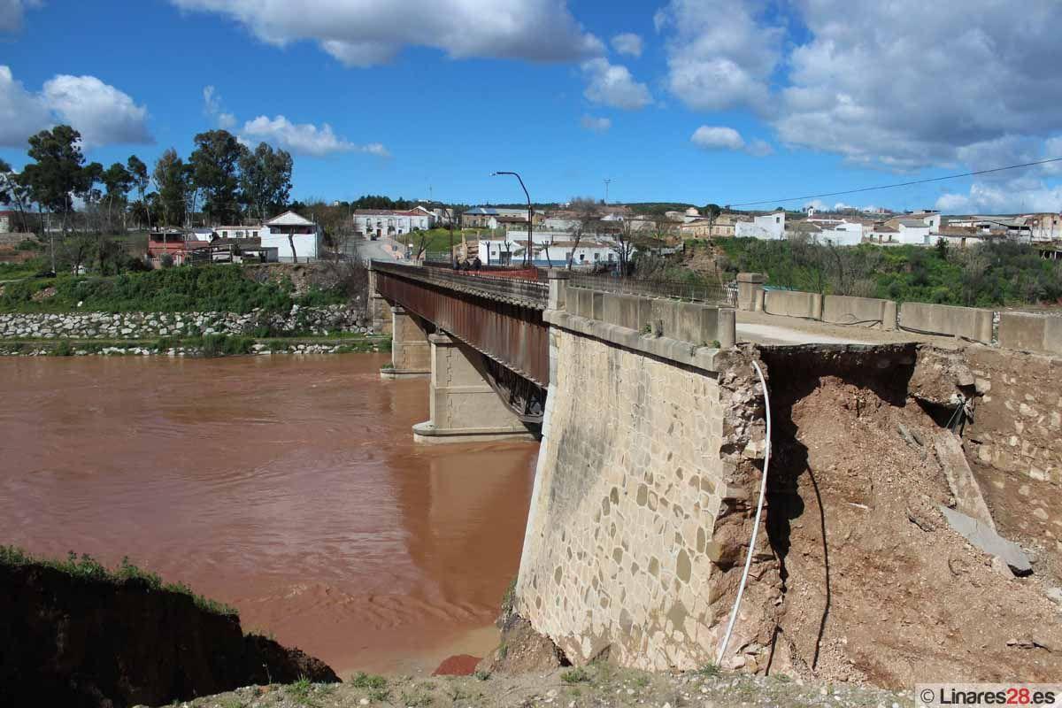 Comienzan a reparar los desperfectos en el puente de la Estación de Linares-Baeza