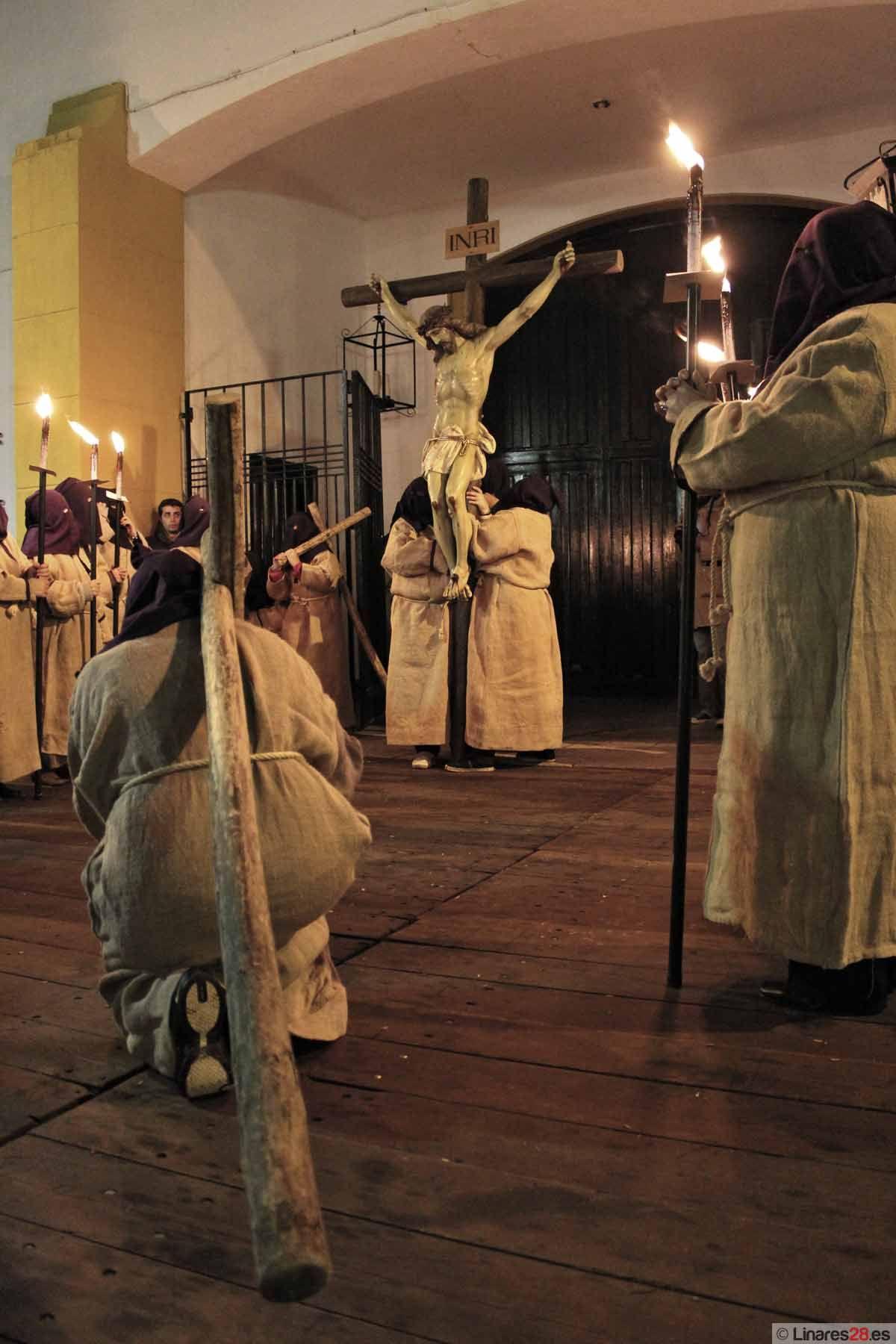 La solemnidad del Vía Crucis de la Juventud cierra el Miércoles Santo linarense