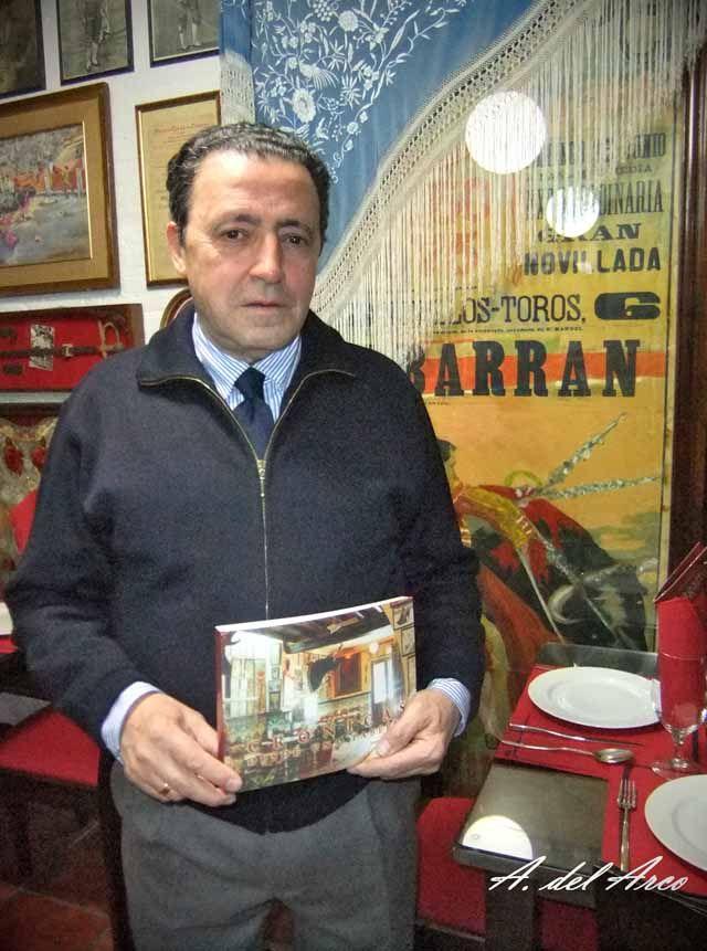"""Juan Pradas presenta su libro """"Crónicas desde una Taberna"""""""