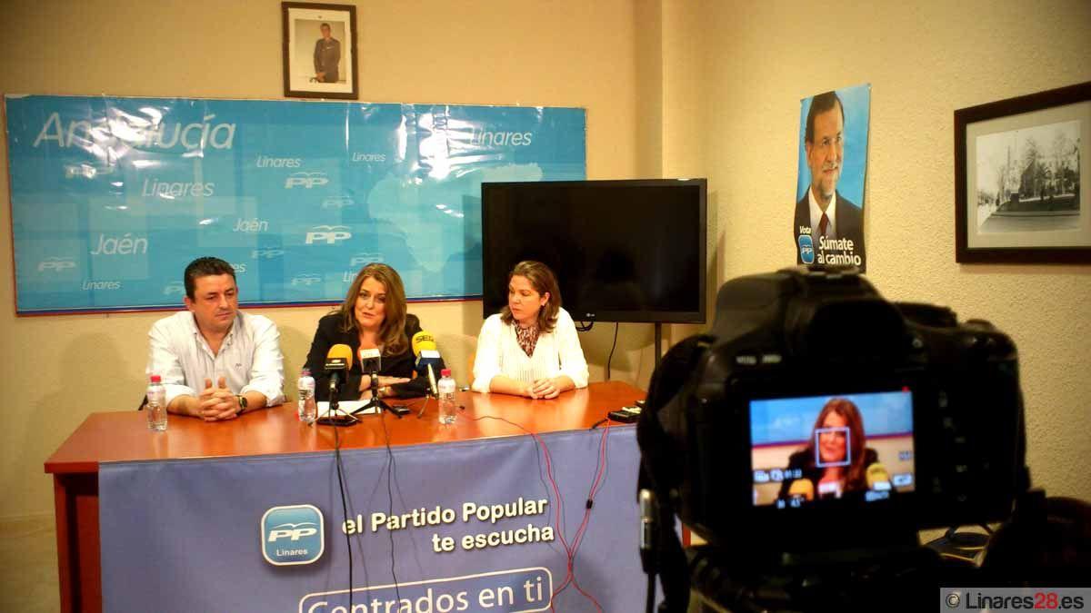 Isac presenta los avales para su candidatura a la Presidencia del PP de Linares