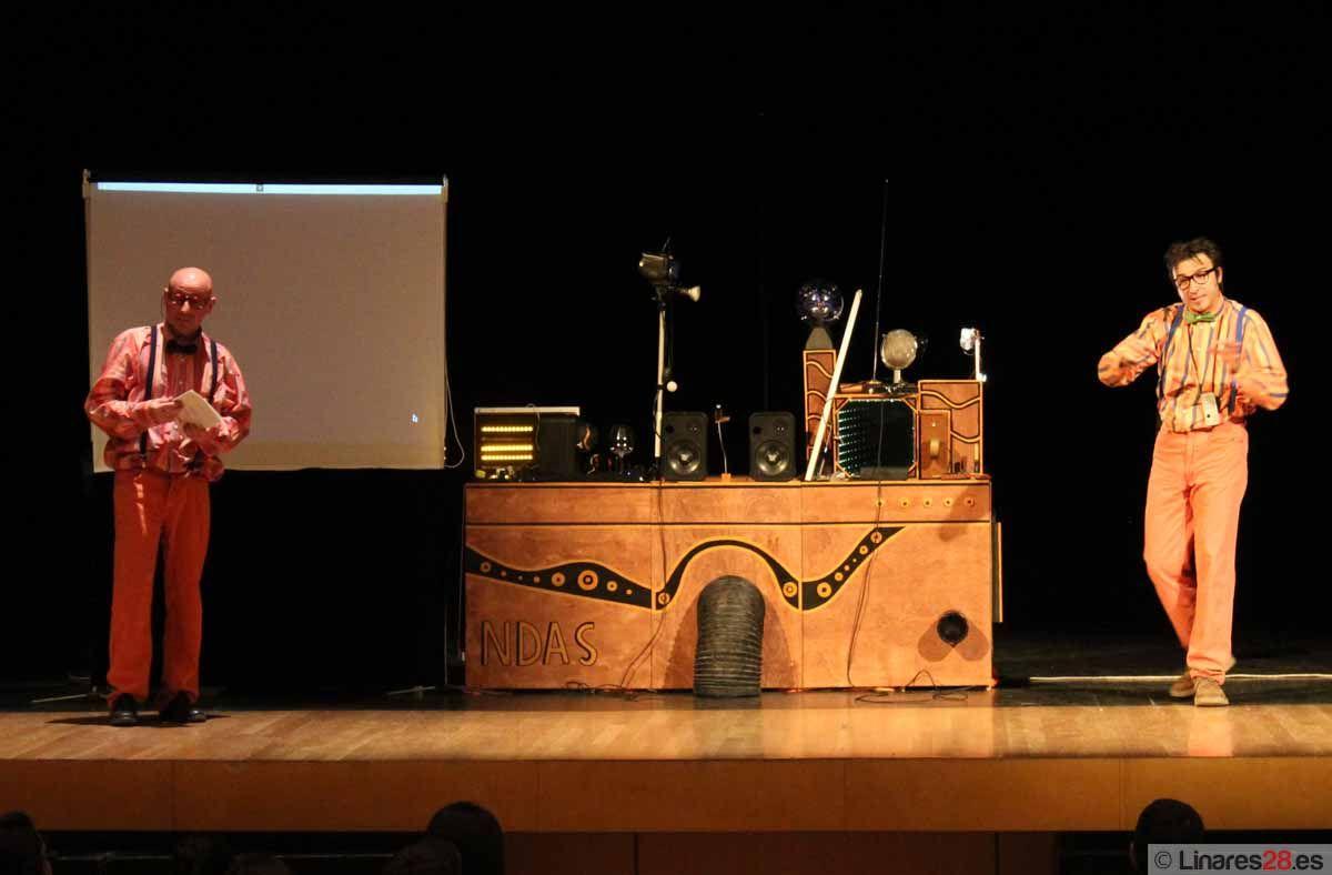 """""""Oh! Ndas"""" en el Teatro Cervantes de Linares"""