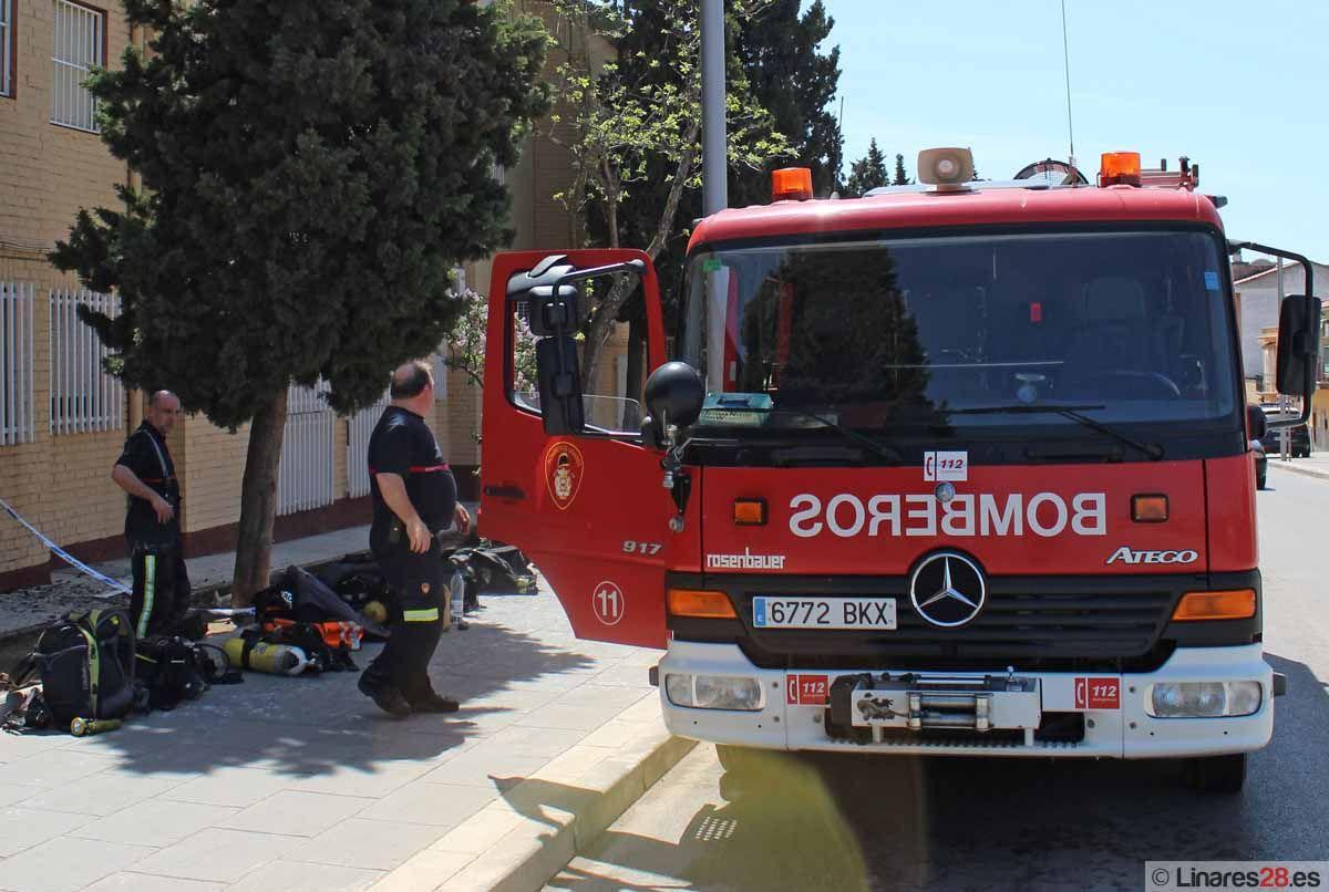 Incendio en una vivienda de la barriada de Arrayanes