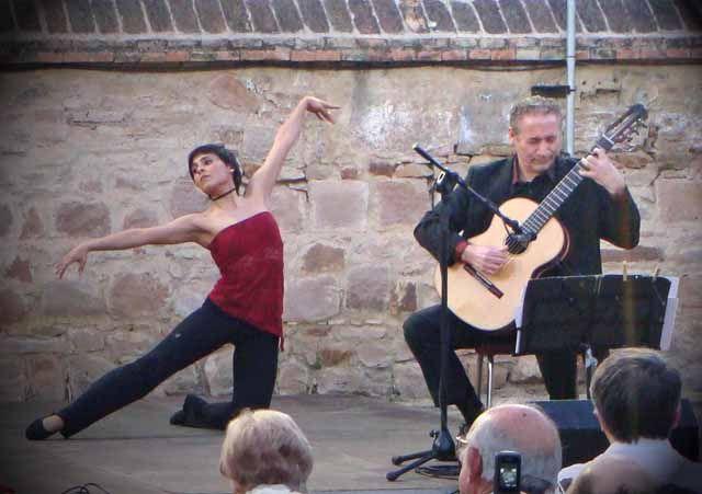 Música y danza se funden con el Fimae 2013