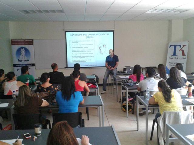 Un fisioterapeuta del Hospital de Linares imparte dos cursos de formación postgrado en Costa Rica