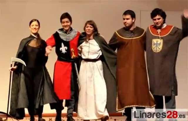 """Alumnos disfrutan del cuento musical """"Los amantes de Teruel"""" en el auditorio"""