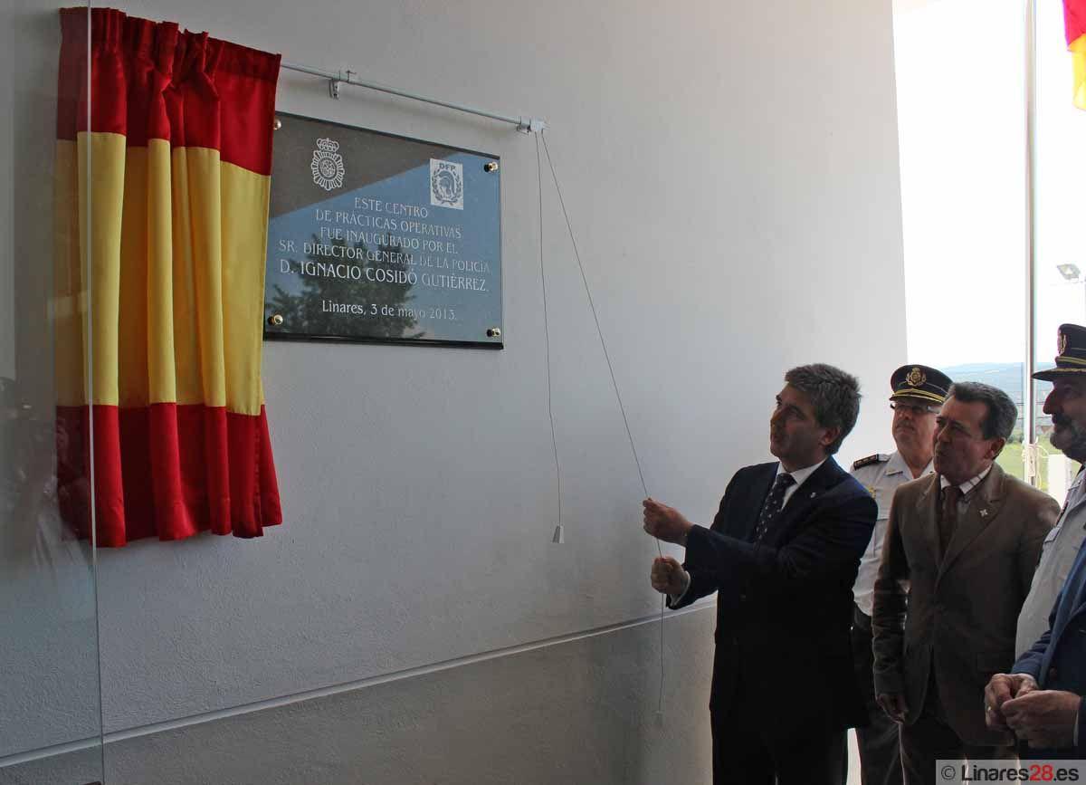 Ignacio Cosidó ha inaugurado esta mañana el Centro de Prácticas Operativas y el Museo de la Comisaría de Linares