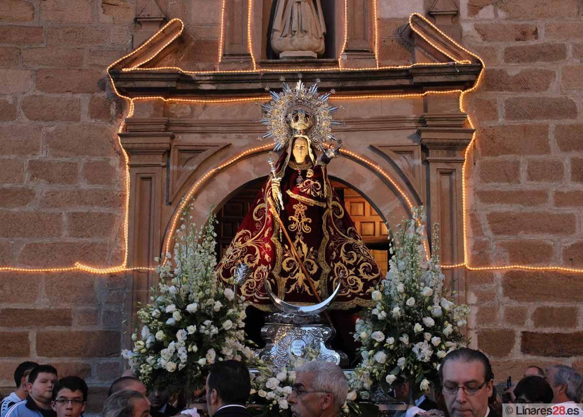 La Virgen de Linarejos sale de su templo