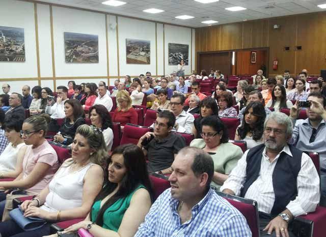Salón de actos de la EPS de Linares durante el acto de graduación