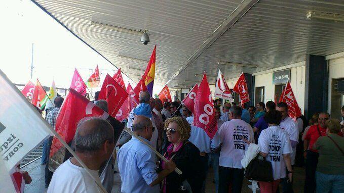 En estos momentos, concentración en defensa del ferrocarril en Linares-Baeza