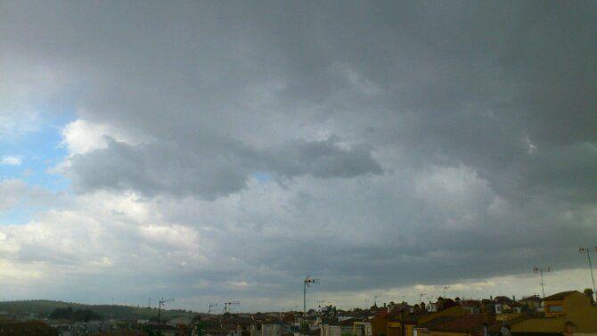 Las predicciones se cumplen y llueve sobre Linares