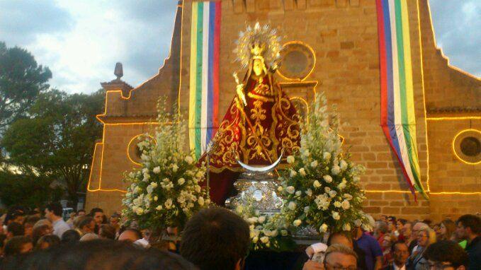 La Virgen de Linarejos procesiona por Linares