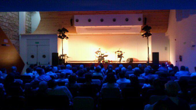 En estos momentos,  concierto de música brasileña en El Pósito