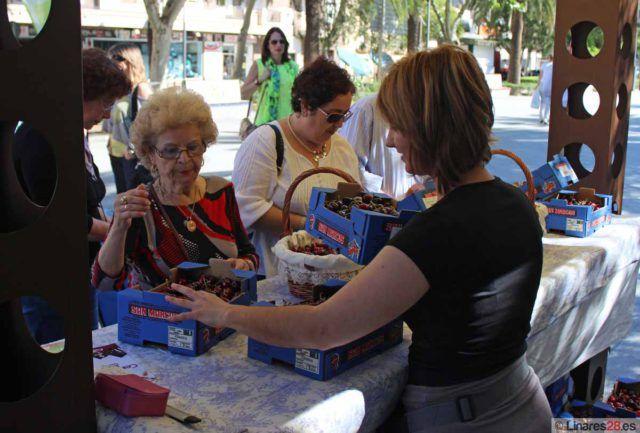 Feria de la Cereza en el Paseo de Linarejos