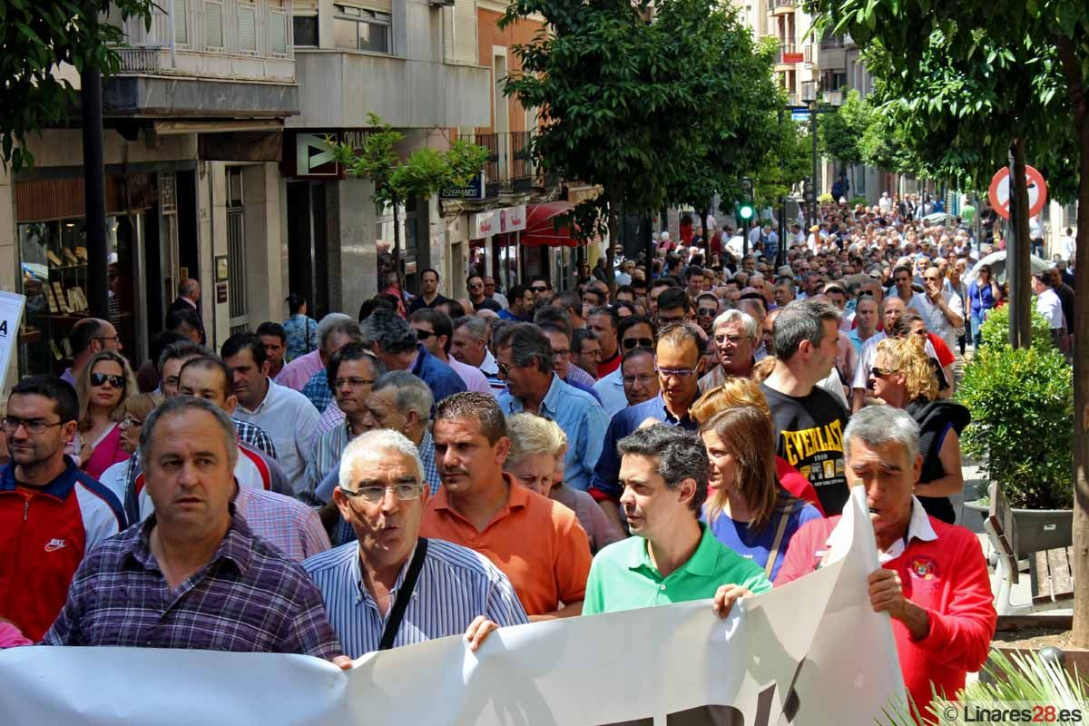 Los exsantaneros se manifiestan por el desbloqueo de su situación y un Plan Industrial para Linares