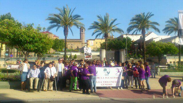 En estos momentos, concentración contra la violencia de género en la Plaza del Ayuntamiento