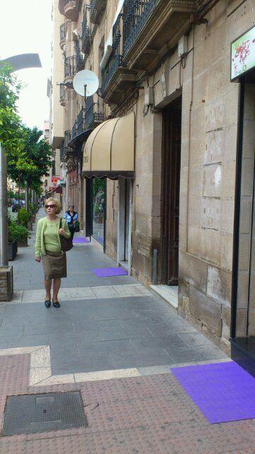 Día de ofertas y alfombras moradas en el CCA de Linares