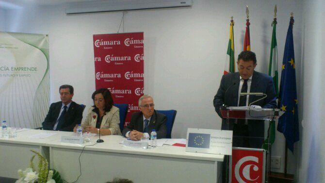 En estos momentos, la Consejera de Educación en el Centro de Innovación de Linares