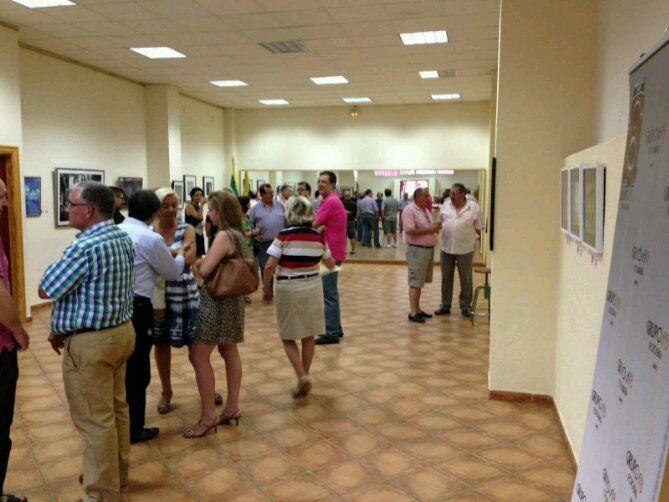 En estos momentos, inauguración exposición de Grupo f/8  en la A. VV.  de la Estación de Almería