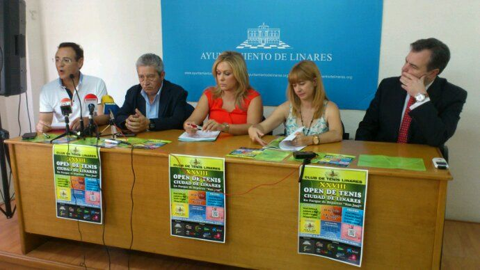 En estos momentos, presentación del XXVIII Open de Tenis Ciudad de Linares