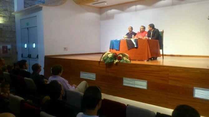 En estos momentos, presentación espònsor y camisetas del Linares Deportivo