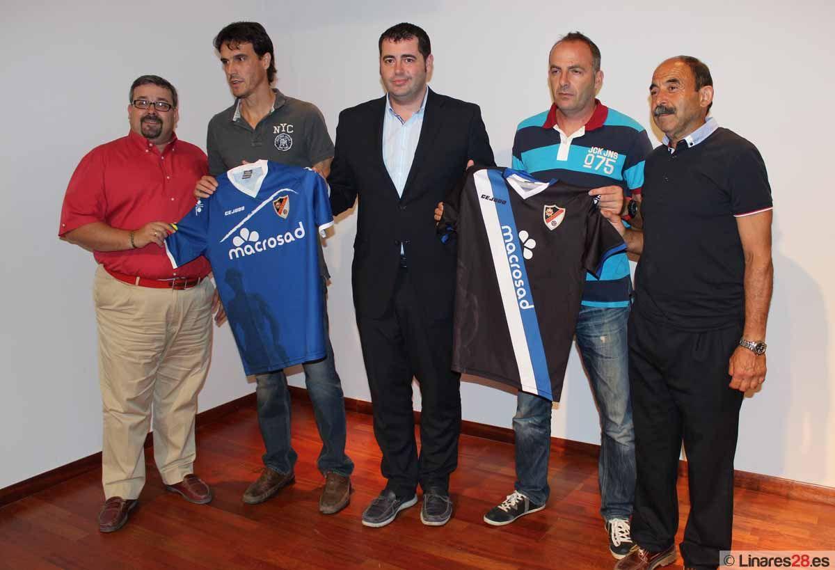 Presentan la nueva camiseta y el espónsor del Linares Deportivo