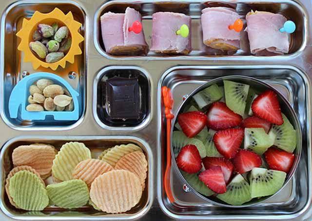 Bienestar Social ofrece comidas destinadas a menores que asisten a escuelas de verano de Linares