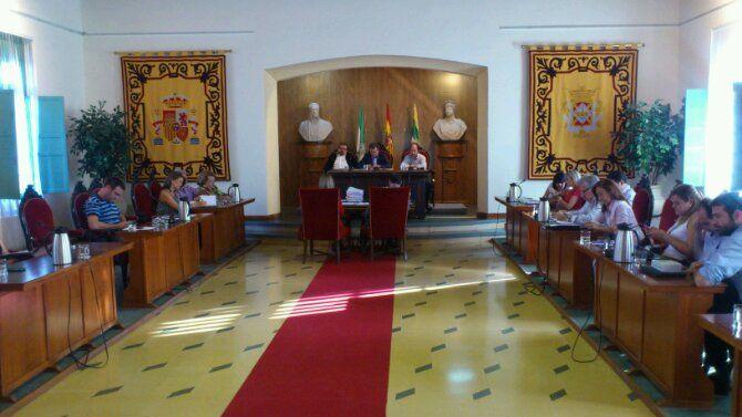 En estos momentos, Pleno Ordinario del Ayuntamiento de Linares