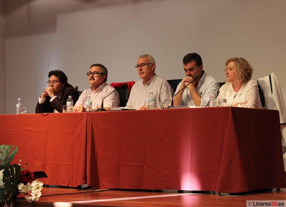 Cayo Lara participa en una asamblea abierta de IU en el auditorio de El Pósito