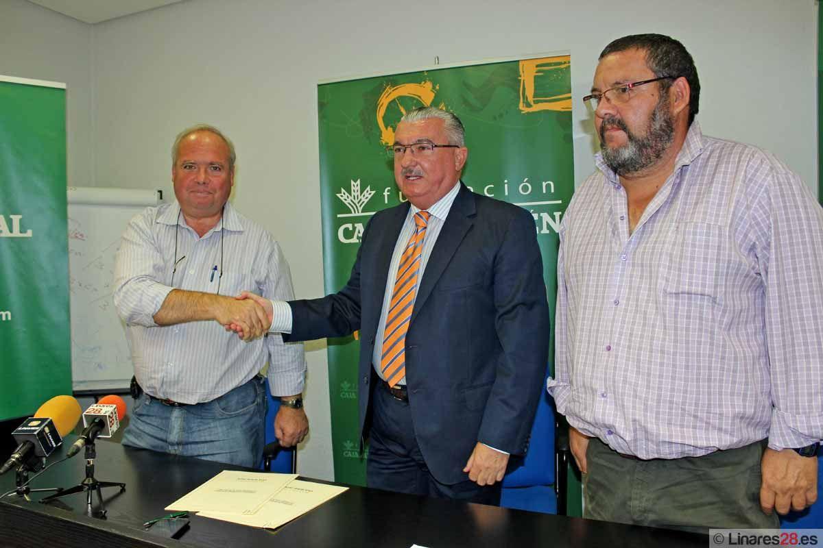 El Linares C.F. 2011 firma un convenio con la Fundación Caja Rural
