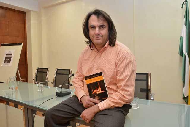 """Presentan el libro """"Extraña noche en Linares"""""""
