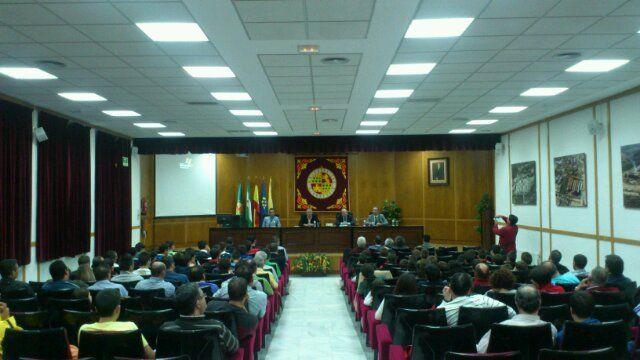 En estos momentos,  conferencia del árbitro Pérez Montero  en la EPSL
