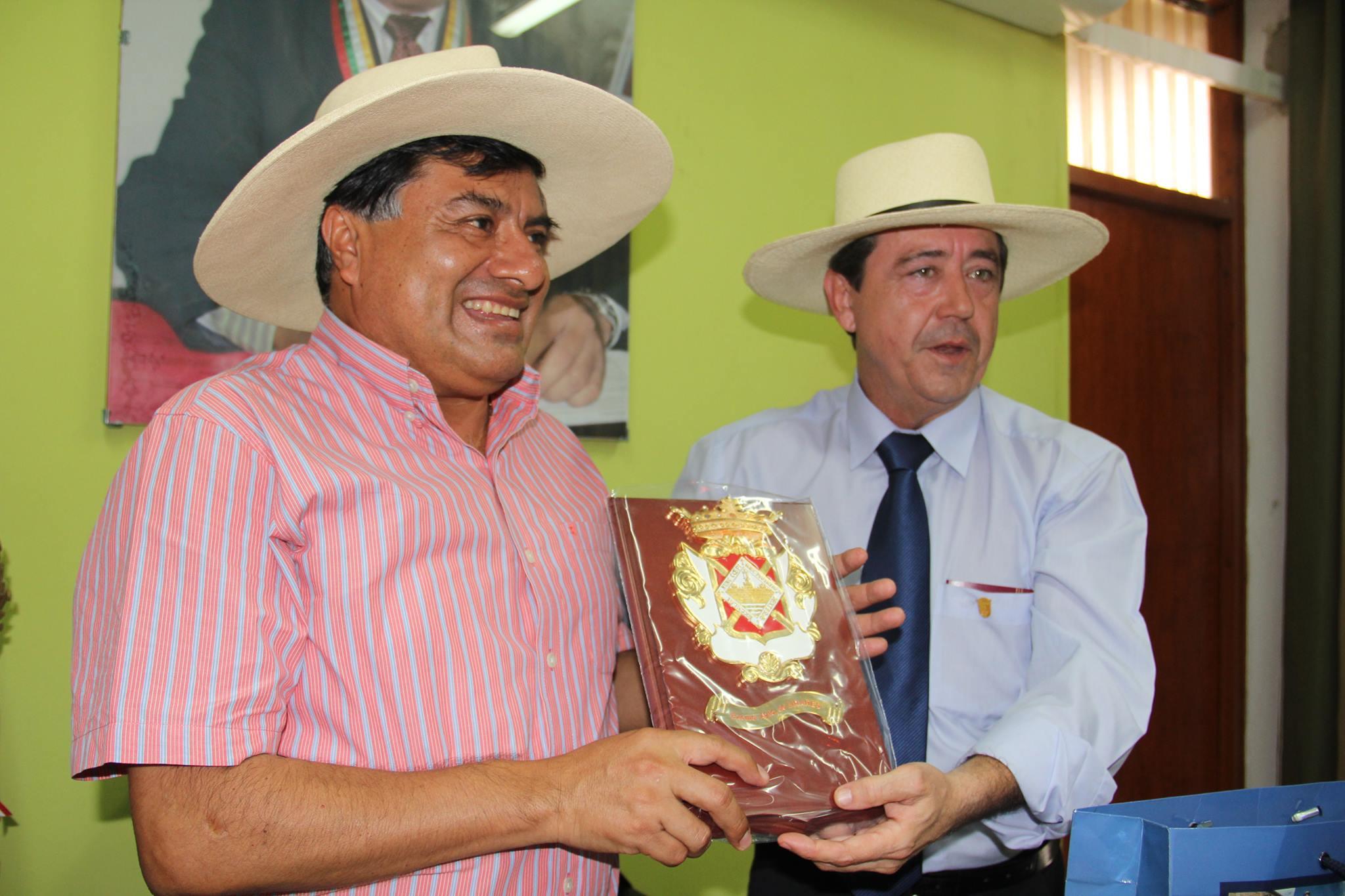 Polémica por el viaje del alcalde a Perú
