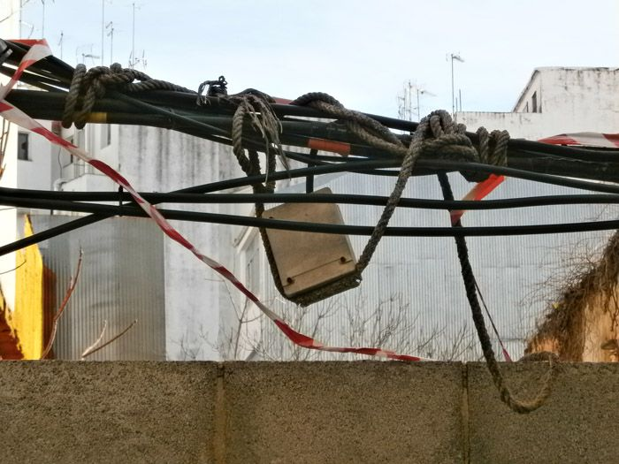 El Partido Andalucista exige al Ayuntamiento que tome medidas drásticas sobre el cableado aéreo de la ciudad