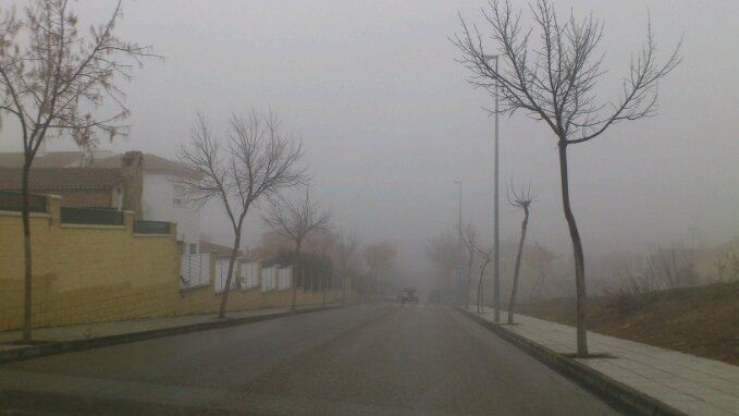 Lluvia y niebla para empezar el año en Linares