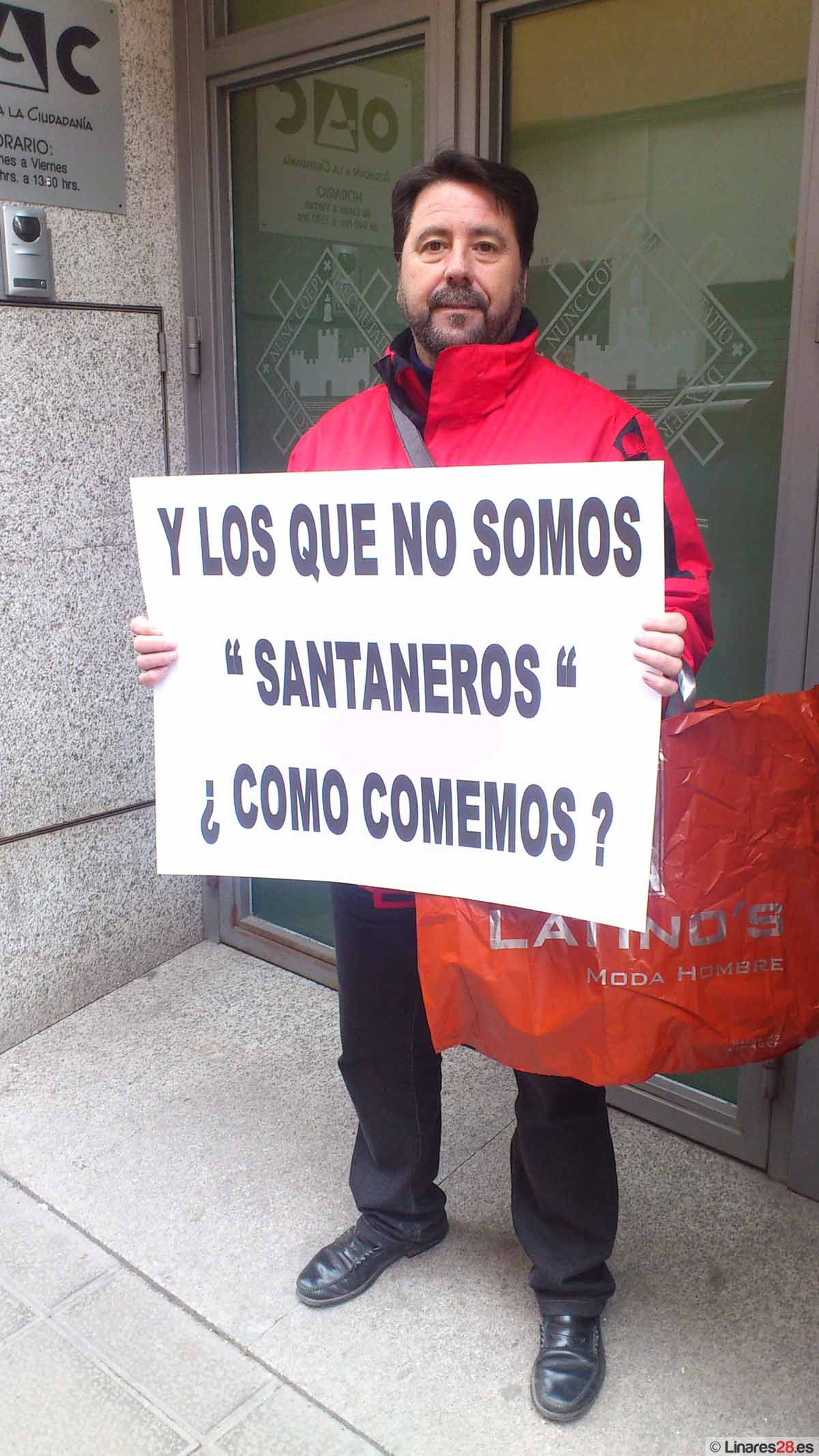 Protesta por el empleo a las puertas del Ayuntamiento