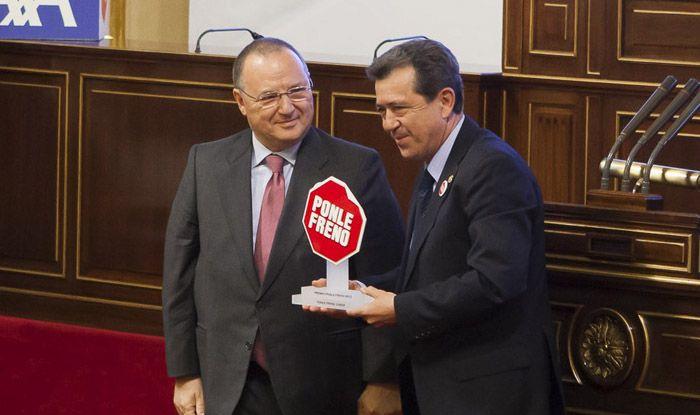 Linares recibe un premio a su promoción de la Educación Vial