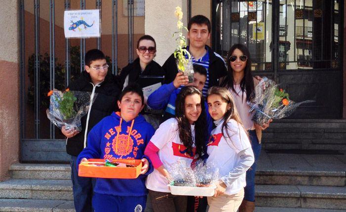 """Menores de la iniciativa """"Sembramos futuro"""" venden plantas en la EPSL"""