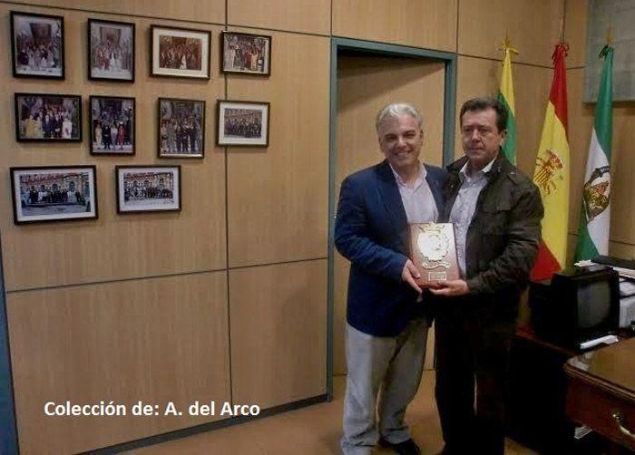 El alcalde recibe al Pregonero de la Semana Santa