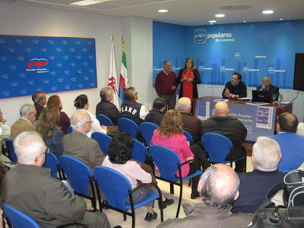 La ponencia sobre 'La Sábana Santa de Turín' despierta un gran interés en los linarenses, que abarrotaron el salón de actos de la sede del Partido Popular
