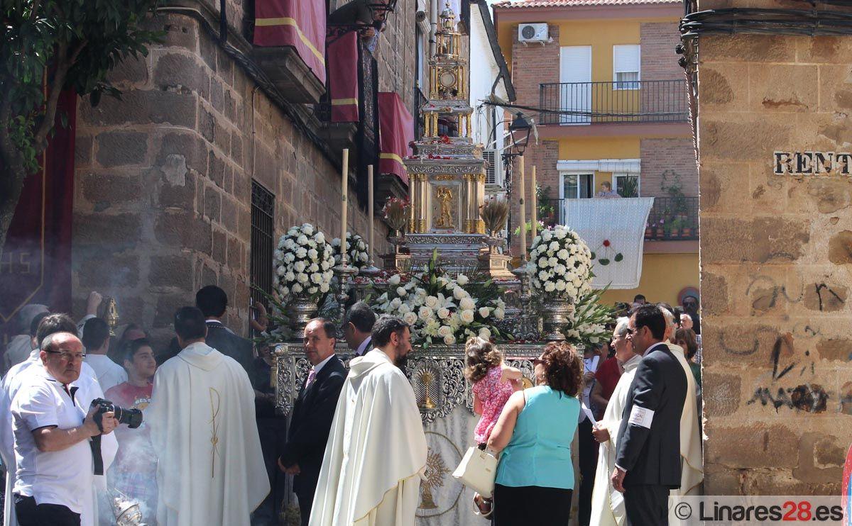Los niños protagonizan la tradicional procesión del Corpus