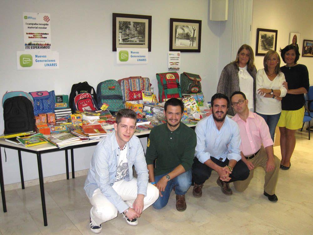 NNGG entrega a Cáritas el material escolar recogido en su campaña solidaria para los niños más necesitados de la ciudad